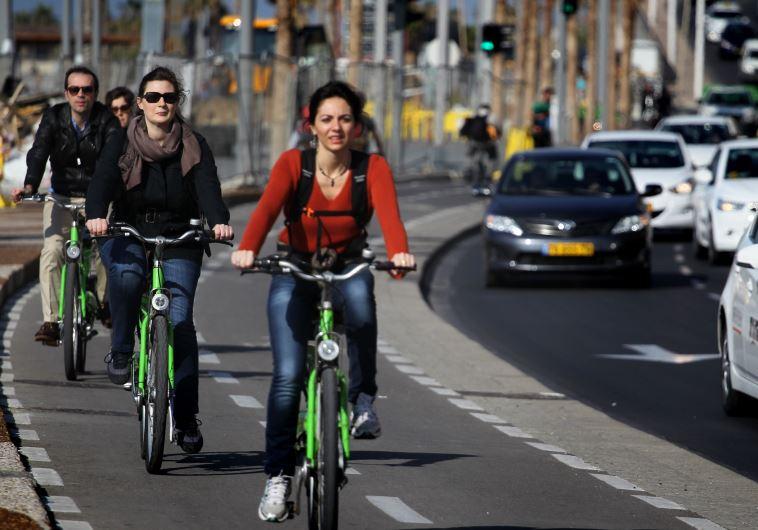 בקרוב בשאר גוש דן? רוכבים על תל אופן בתל אביב. צילום: הדס פרוש, פלאש 90