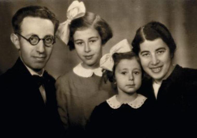 אמו של קלמן ליבסקינד עם הוריה, בתמונה שנשתמרה