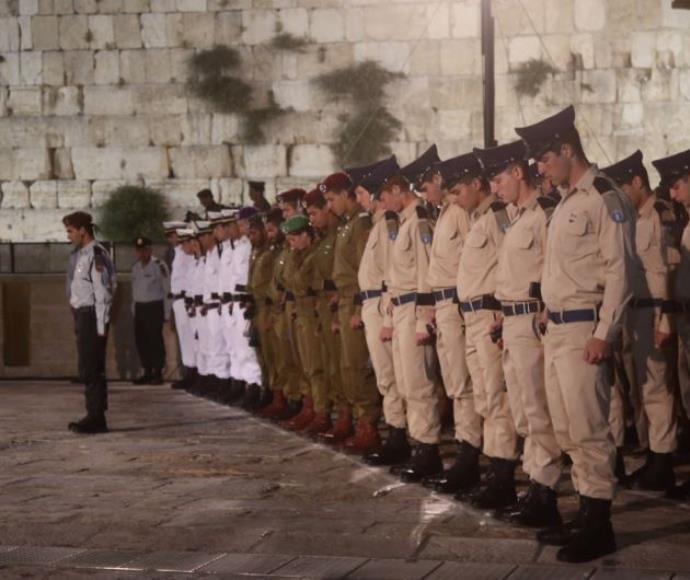 חיילים בטקס יום הזיכרון לחללי מערכות ישראל בכותל