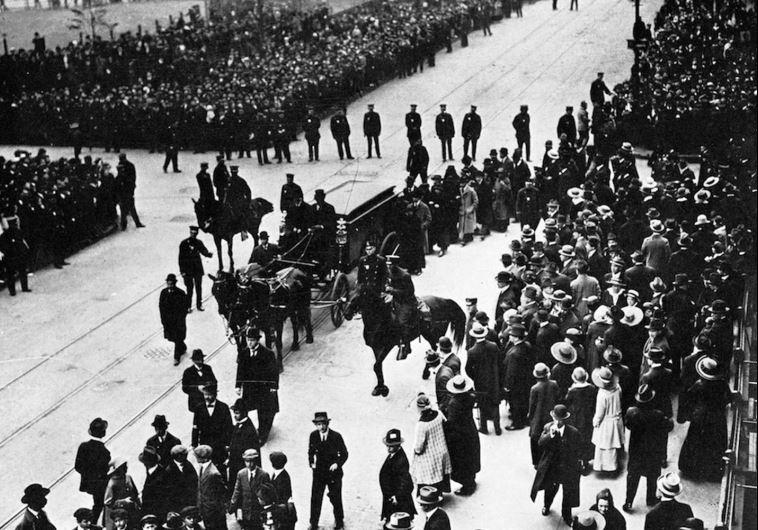 הלווייתו של שלום עליכם, 1916