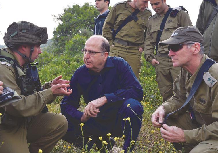 """היה מועמד מוביל לרמטכ""""לות. גולן יחד עם שר הביטחון לשעבר משה יעלון, צילום: אריאל חרמוני, משרד הביטחון"""