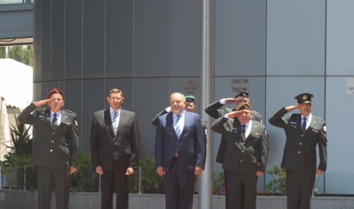 אביגדור ליברמן נכנס למשרד הביטחון