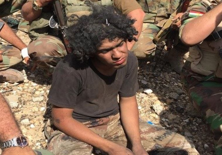 לוחם דאעש אחמד איברהים שבוי בידי הכורדים. צילום מסך