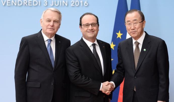 שר החוץ הצרפתי ז'אן- מרק איירו, פרנסואה הולנד ובאן קי מון בוועידת פריז