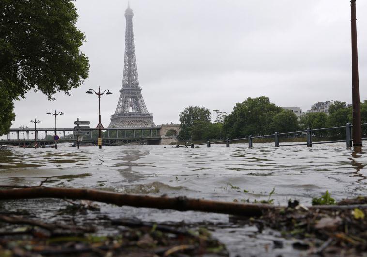 הסן מוצף בעקבות ירידת גשמים. צילום: רויטרס