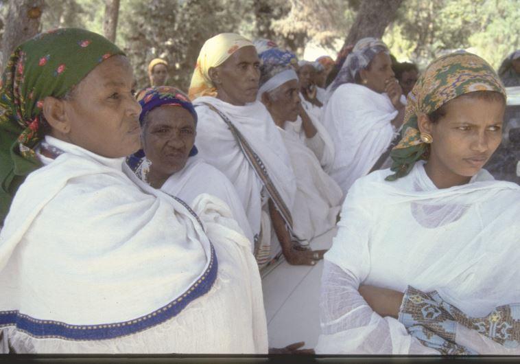 """נשים חוגגות את חג הסיגד בהר ציון בירושלים, 1983. צילום: נתי הרניק לע""""מ"""
