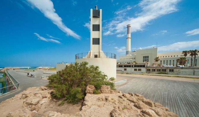 המגדלור בחוף ימה של תל אביב