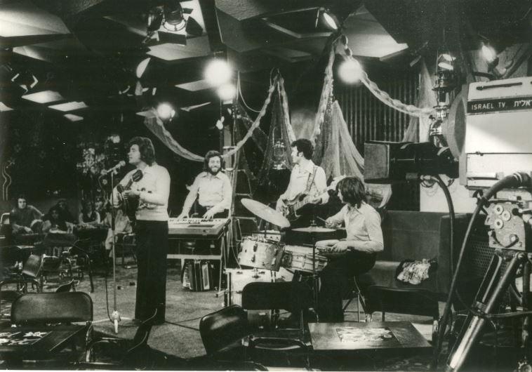 """טריפונס ולהקתו הופעה במלון הילטון ירושלים, 1976. צילום:יח""""צ"""