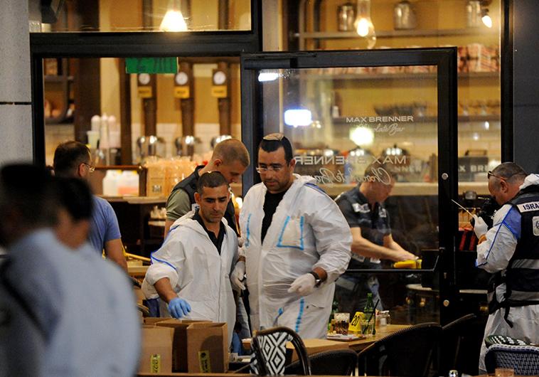 זירת הפיגוע בתל אביב. צילום: אבשלום ששוני