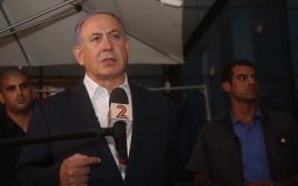 ראש הממשלה בנימין נתניהו בזירת הפיגוע בשרונה