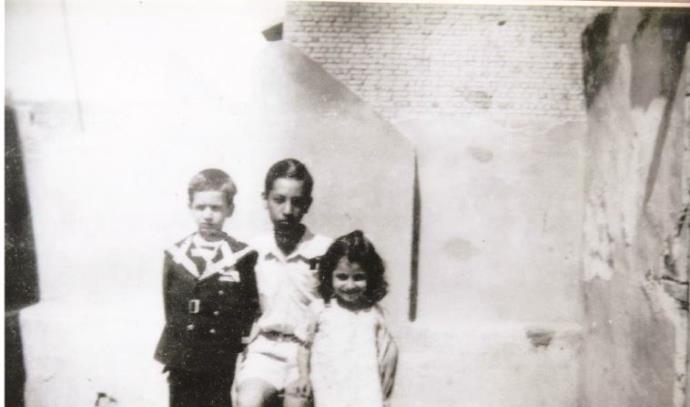 שלושה מהאחים למשפחת מאירי. משמאל: ברוך