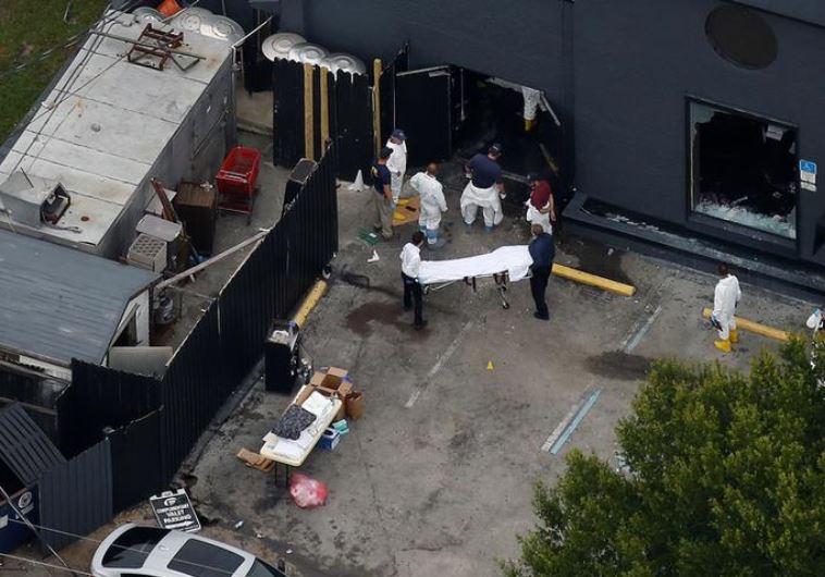 פינוי נפגעים מהמועדון באורלנדו. צילום: רויטרס