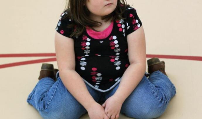 ילדה עם בעיית משקל. צילום אילוסטרציה