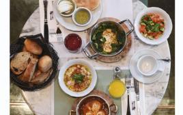 ארוחת בוקר במרקט האוס