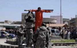 """גבר נצלב ע""""י דאעש לאחר ששבר את צום הרמאדן"""