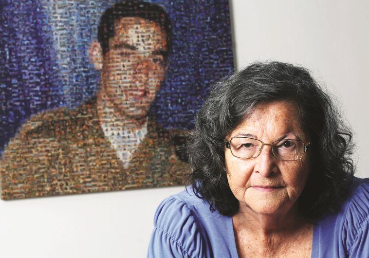 נלי ברק על רקע תמונת בנה חנן ז''ל