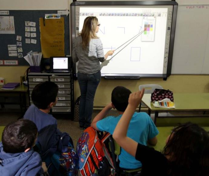 שיעור מחשבים בבית ספר