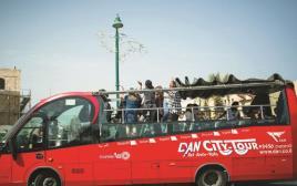 אוטובוס תיירים בתל אביב
