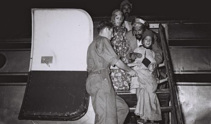מרבד הקסמים, 1949