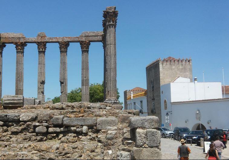 המקדש הרומאי באוורה