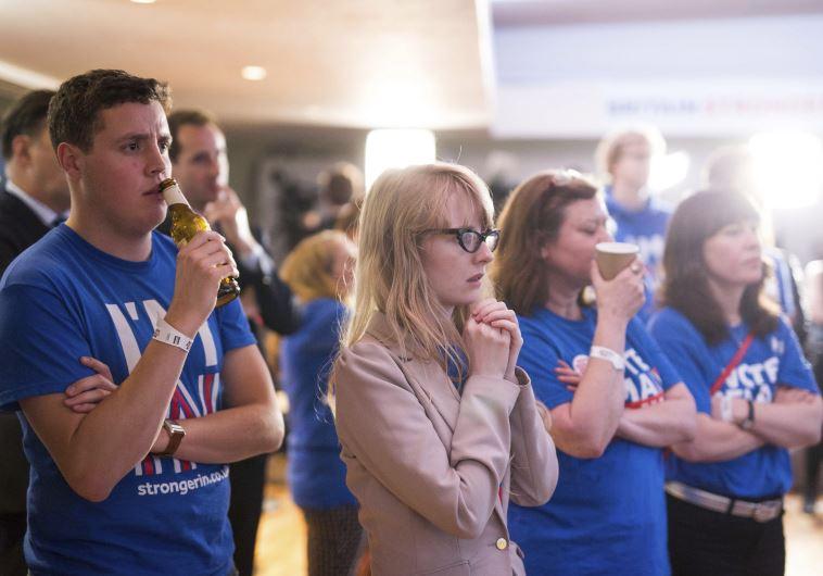 תומכים בהישארות באיחוד האירופי מאוכזבים מהתוצאות. צילום: רויטרס