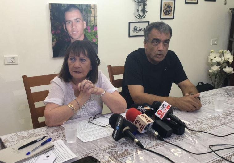 זהבה והרצל שאול, הוריו של אורון שאול במסיבת העיתונאים