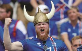 אוהד איסלנד חוגג