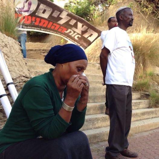 משפחתו של החטוף אברה מנגיסטו (צילום: אבשלום ששוני)