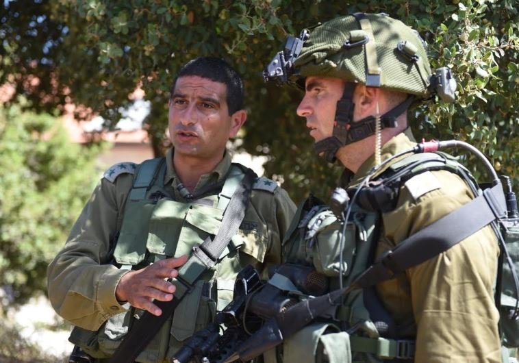 """אל""""ם יריב בן עזרא בזירת הפיגוע בקריית ארבע. צילום: דובר צה""""ל"""