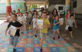 תלמידי בית הספר 'בלפור' רצים לחופש הגדול