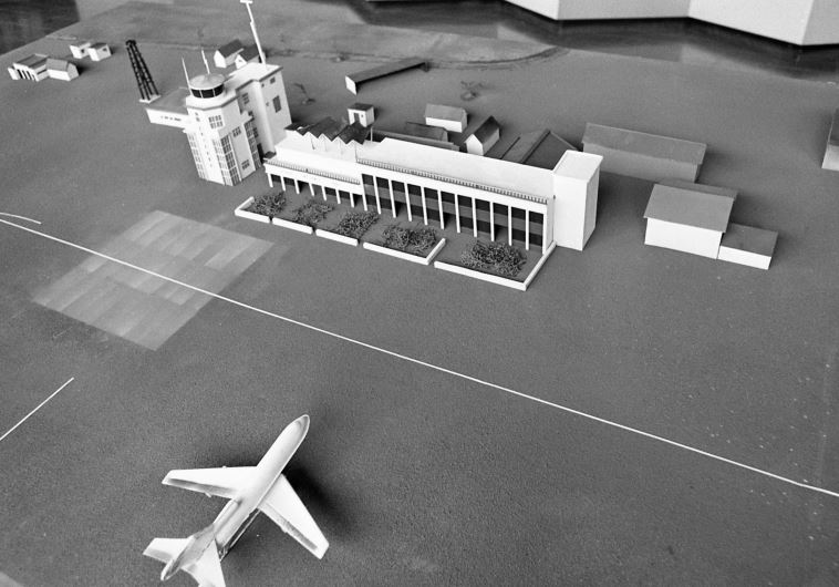 """נשמר על ידי חיילים מצבא אוגנדה, שצה""""ל אימן והכיר.דגם שדה התעופה באנטבה. צילום: שמואל רחמני"""