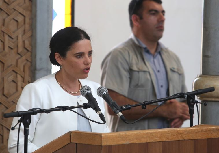 השרה איילת שקד בהלוויית מיכאל מרק. צילום: מרק ישראל סלם