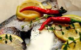 דג מתובל בתנור