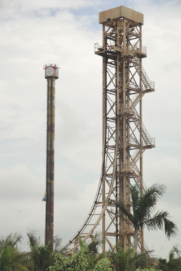 """הפארק הגדול בדרום אמריקה. """"מגדל נפילה"""" ב- Beto Carrero World בברזיל. צילום: RFV94 CC BY-SA 3.0"""