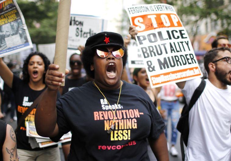 """הפגנה נגד אלימות שוטרים בארה""""ב"""