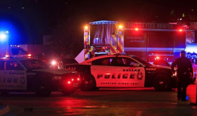 """כוחות משטרה בזירת אירוע הירי בארה""""ב"""