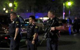 """שוטרים בזירת אירוע הירי בארה""""ב"""
