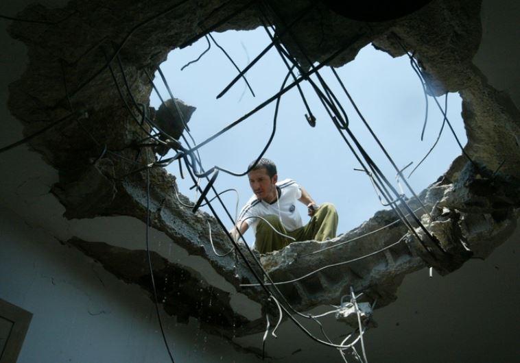 בית שנפגע מקטיושה בקריית שמונה. צילום:חיים לחיאני