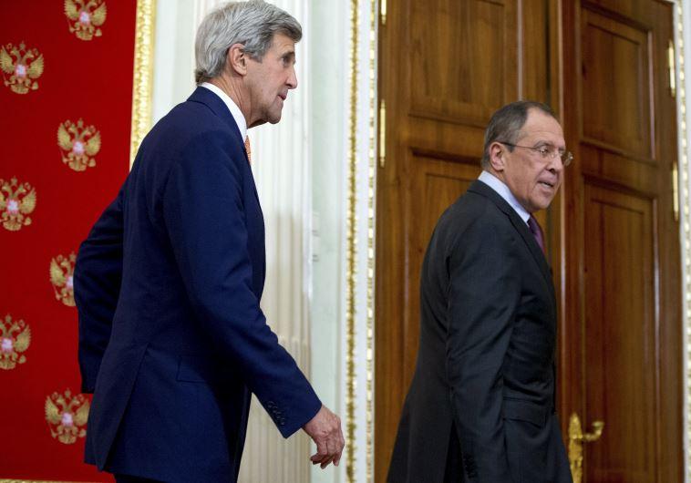 מזכיר המדינה של ארה''ב קרי עם שר החוץ הרוסי לברוב בפגישתם האחרונה במוסקבה, צילום: רויטרס
