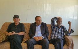 (במרכז) עם אביו של אבו רנימה (מימין) ויואל מרשק