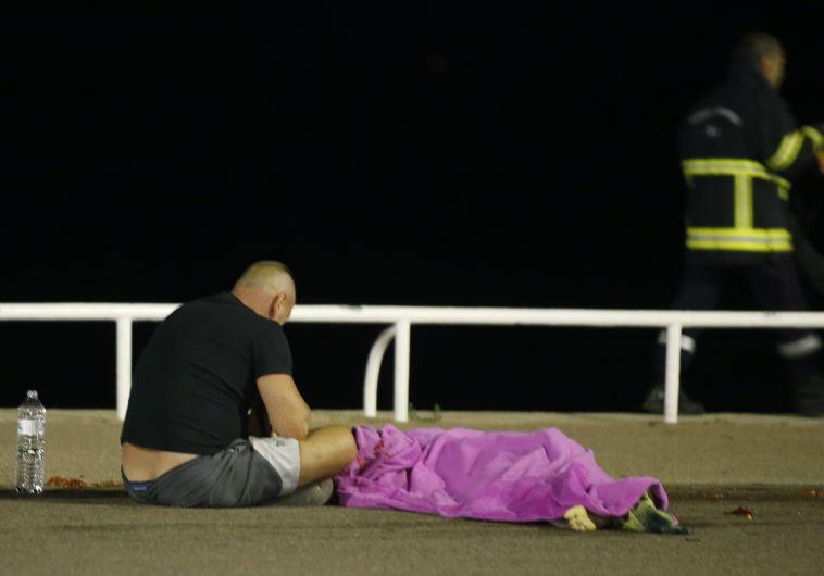 קורבנות הפיגוע בניס, צילום: רויטרס