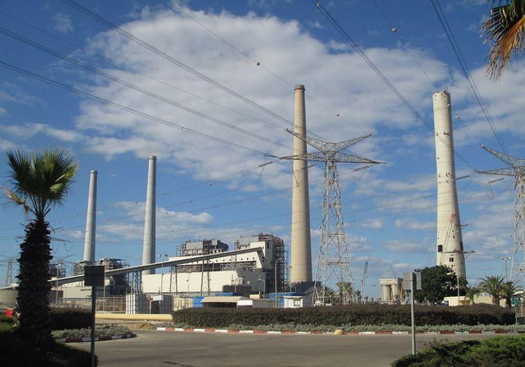 """תחנת כוח """"אורות רבין"""" בחדרה. צילום: ד""""ר אבישי טייכר, ויקיפדיה"""