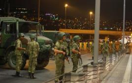 הצבא הטורקי חוסם את הגישה לגשר הבוספורוס