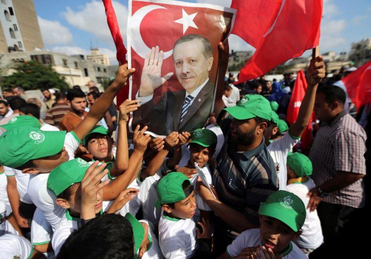 תומכי ארדואן לאחר ניסיון ההפיכה. צילום: רויטרס