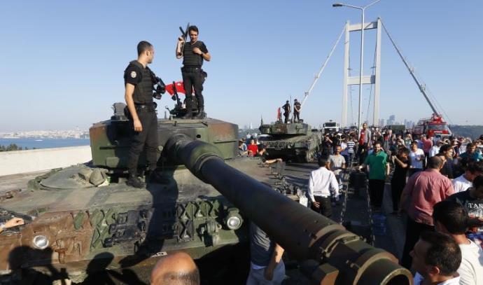 יום לאחר ניסיון ההפיכה בטורקיה