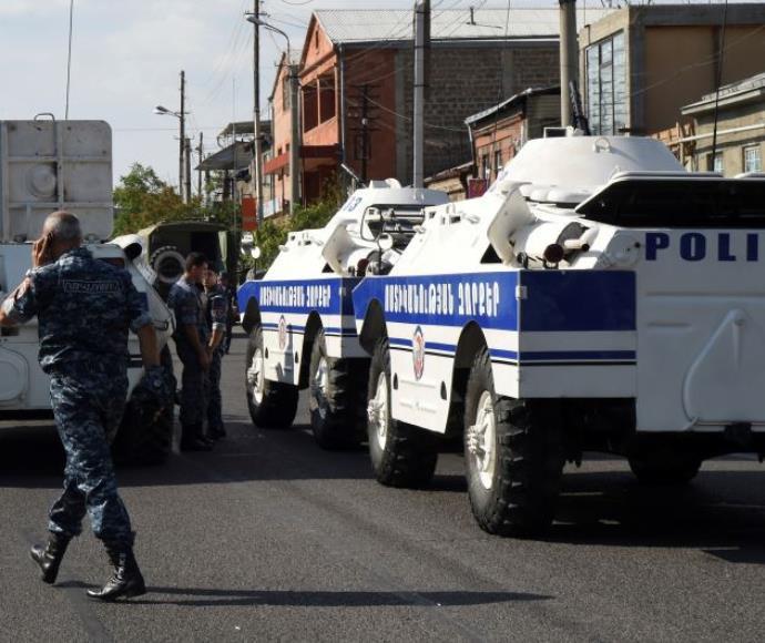השתלטות על תחנת משטרה בארמניה