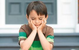 אילוסטרציה ילד עצוב, במשבר זהות