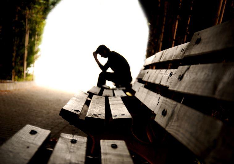 מכירים אנשים שמדברים על עצמם המון? כדאי לבדוק אולי הם זקוקים לעזרה. צילום: אינגאימג