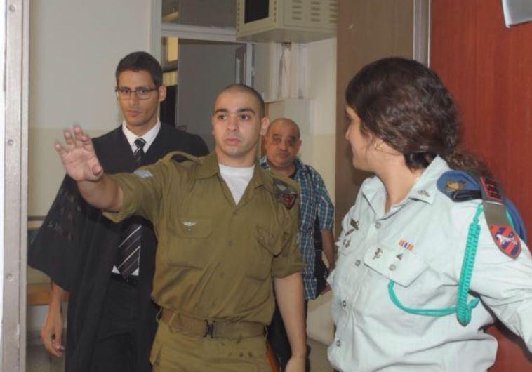 אלאור אזריה בכניסה לבית הדין, הבוקר. צילום: אבשלום ששוני