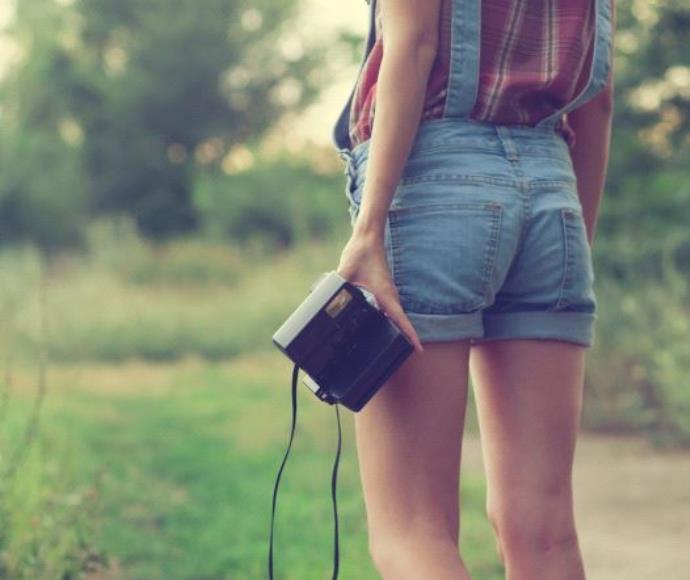נערה מכנסיים קצרים בחורה מכנס קצר